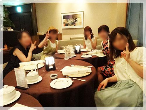 定期的な豪華食事会のイメージ